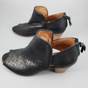 Coque Terra Leather Booties